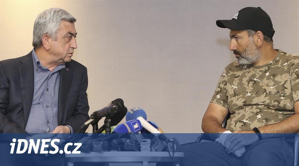Arménský premiér ustoupil masovým protestům a oznámil rezignaci