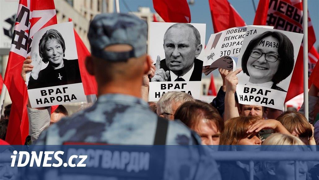 Masové protesty, volební výprask. Putinův režim čelí vlně hněvu