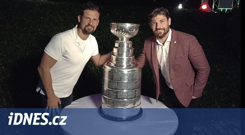 Legendární trofej za vítězství v kanadskoamerické NHL si při její
