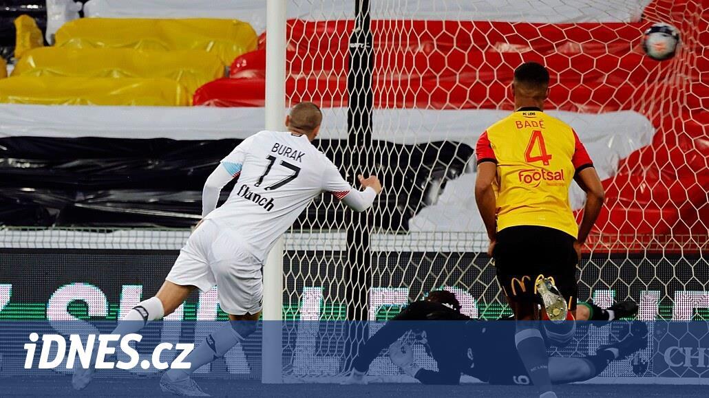 Fotbalisté Lille vyhráli v Lensu a stále míří k titulu