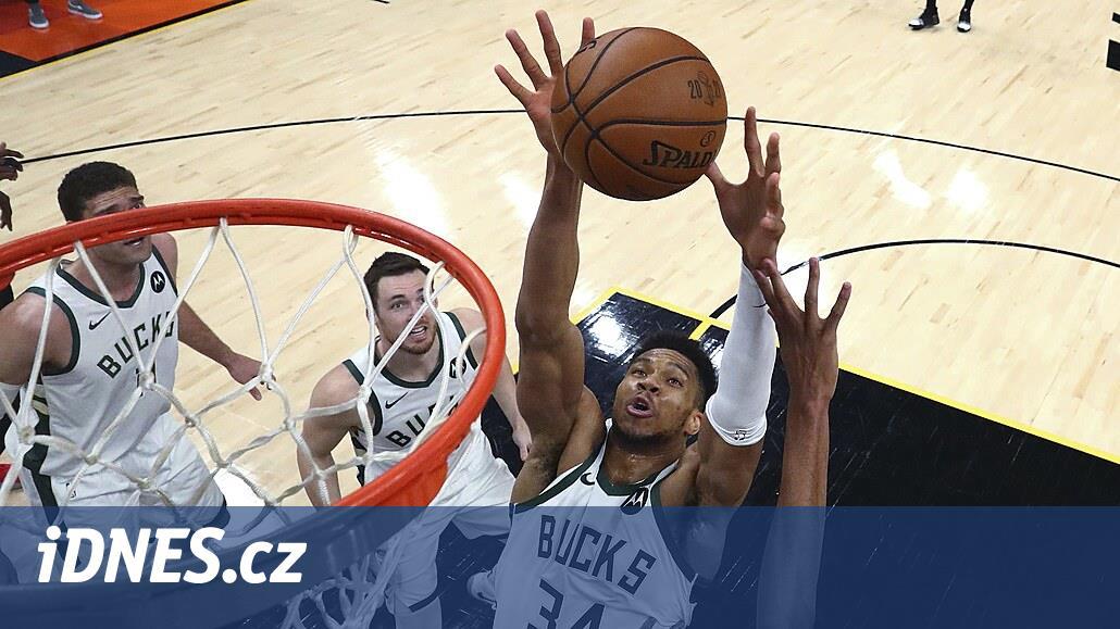 Milwaukee zdolalo Phoenix potřetí za sebou a je výhru od triumfu v NBA