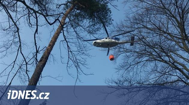Na Jičínsku hořel les, hasiči oheň zkrotili s pomocí letadla