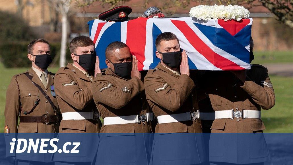 Rodina pochovala veterána Moorea, procházkami vybral miliardu pro zdravotníky