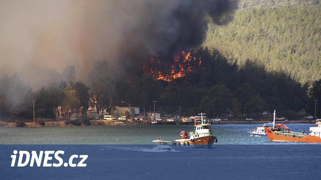 Atény poznávají peklo. Při extrémních vedrech je ještě dusí kouř z požárů