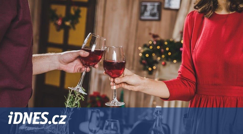 Vánoční drinky je lepší nemíchat. Nejlepší volby? Červené a šumivé víno