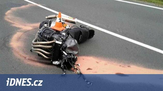 Motorkář se na Jesenicku střetl s protijedoucím autem a na místě zemřel