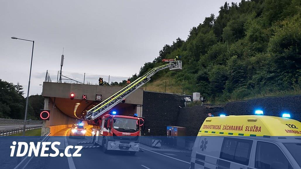 Policisté z Německa pronásledovali auto po dálnici D8. Skončilo na tunelu