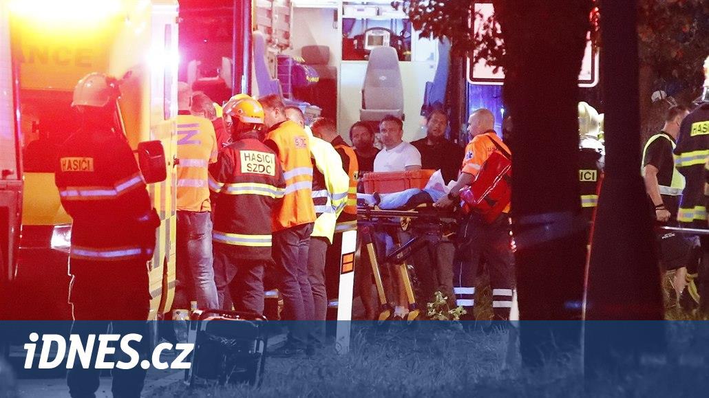 Osm zraněných z vlaku je mimo ohrožení života, byly jich desítky