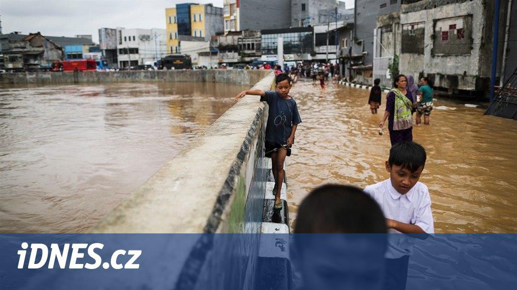 Jakarta se potápí. Indonéské město může být v roce 2050 úplně pod vodou