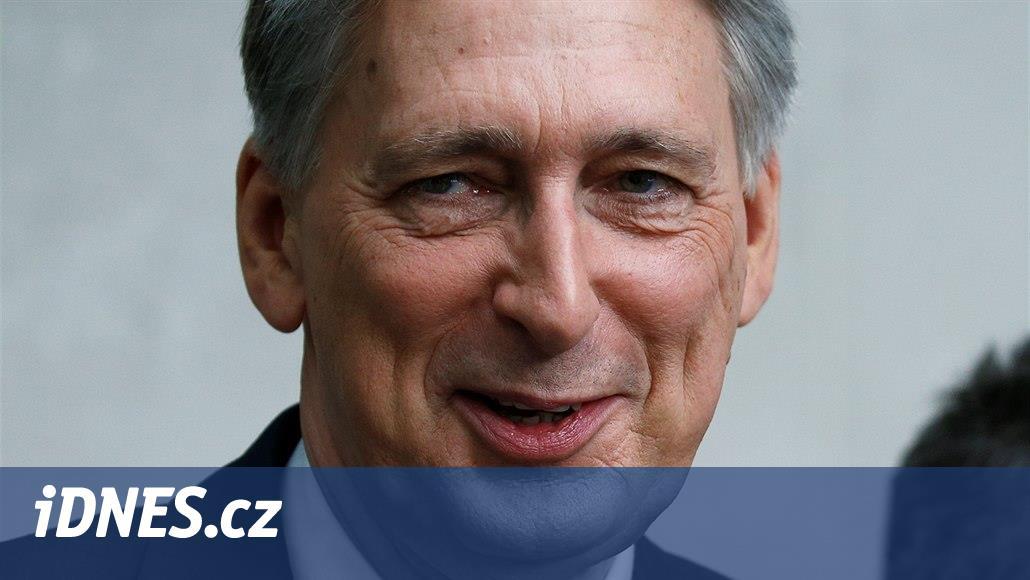 Britský ministr financí Hammond podá demisi, než ho odvolá Johnson