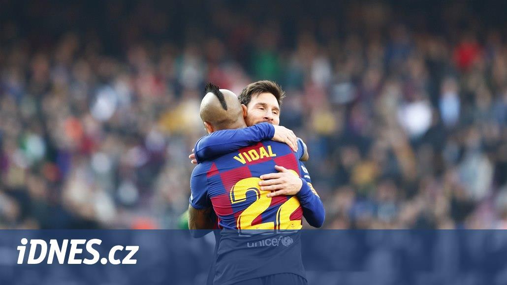 Messi dal čtyři góly, Barcelona deklasovala Eibar a je první
