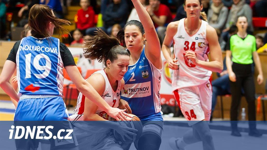 Basketbalistky Hradce přehrály v derby Trutnov, USK na Slavii nezaváhal