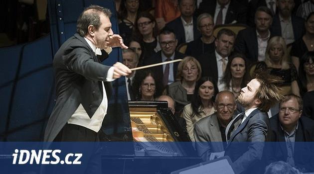 GLOSÁŘ: Proč Bernsteina opouštěly múzy a ruská senzace na Pražském jaru