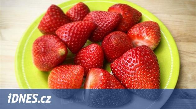 Nejvíce pesticidů obsahují jahody a špenát ze supermarketů, nejméně avokádo