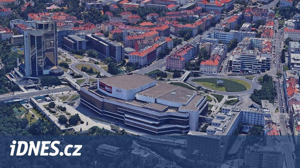 Dlouhý byl hotel, Široký palác kultury, z Bystrozrakého hledělo vnitro