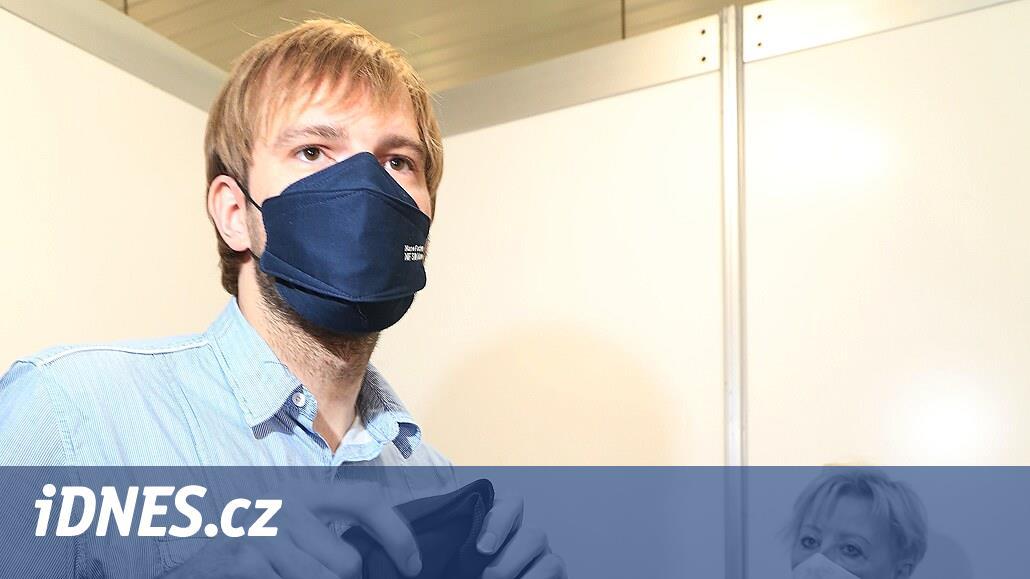 Nasadit si respirátor v MHD není zásadní omezení, míní Vojtěch