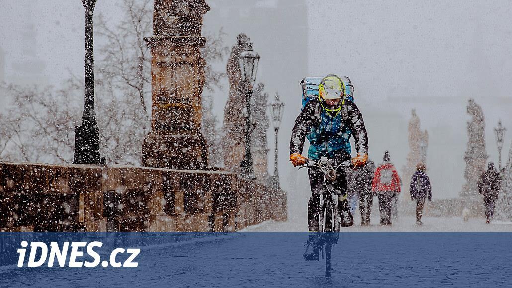 Po teplém víkendu se ochladí, v pondělí v Česku opět nasněží