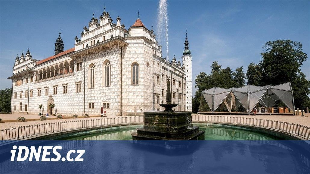Památkáři už nechtějí tolerovat ocelovou atrakci u zámku v Litomyšli