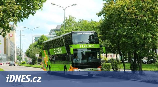 Zelení střídají žluté. FlixBus zavádí novou linku do Hradce a Náchoda