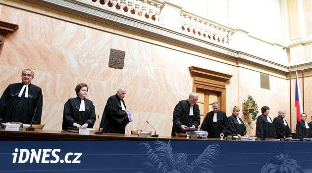 Ústavní soud zrušil nadstandardy i další části reformy zdravotnictví