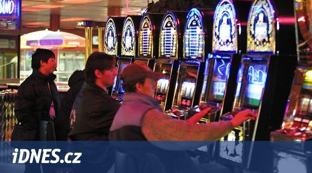 Radní a hazard. Někde takřka Las Vegas a miliony, jinde zákazy a klid