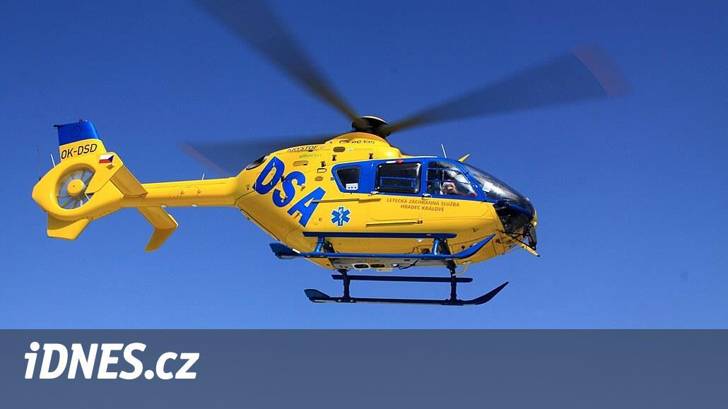 Při nehodě auta na Chrudimsku zemřely dvě ženy, řidiče odvážel vrtulník