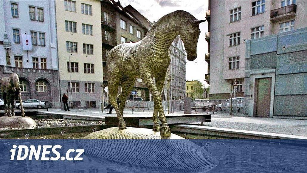Hřebejk navrhl pojmenovat náměstí v Dejvicích po Šabachovi. Podporu má