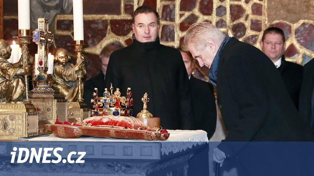 Zeman a dalších šest klíčníků vyzvedli české korunovační klenoty - iDNES.cz c37694b362