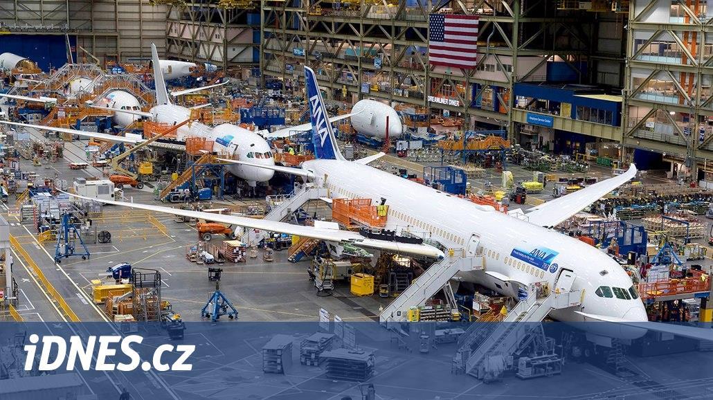 Boeing vyrábí letadla v hale větší než je Disneyland. Už padesát let