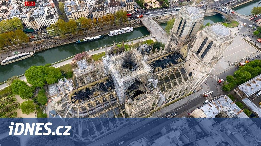 Prostranství před Notre-Dame uzavřeli kvůli vysoké koncentraci olova