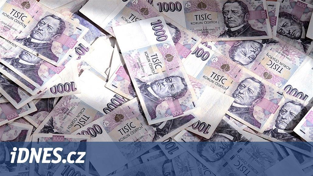Zlínská policie vyšetřuje stamilionové daňové podvody, stíhá 16 lidí