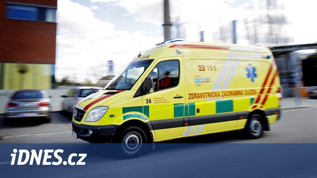 Nehoda osobního auta s přívěsným vozíkem uzavřela D46 u Olomouce