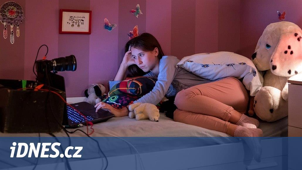 RECENZE: Kdo loví V síti? Nejen rodiče by měli kina vyprodat