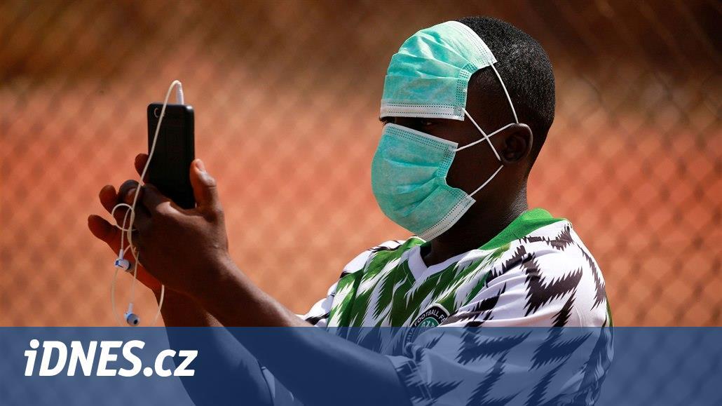 Lékař navrhl testovat léčbu koronaviru na Afričanech. Musel se omluvit