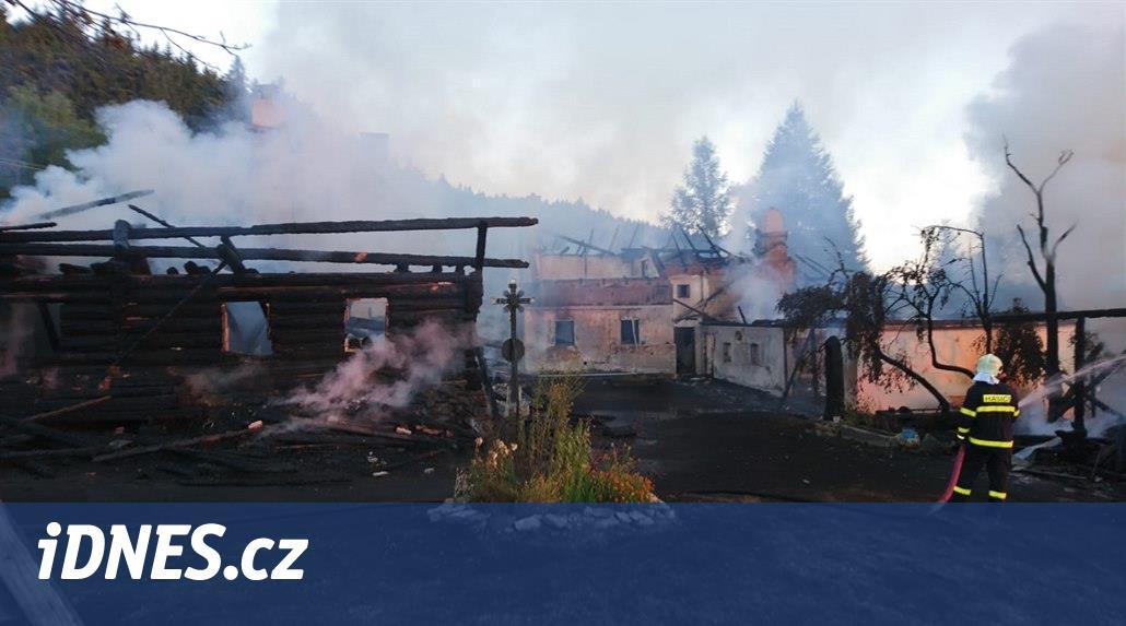 Na Šumavě shořel památkově chráněný dvorec. Škoda je osm milionů