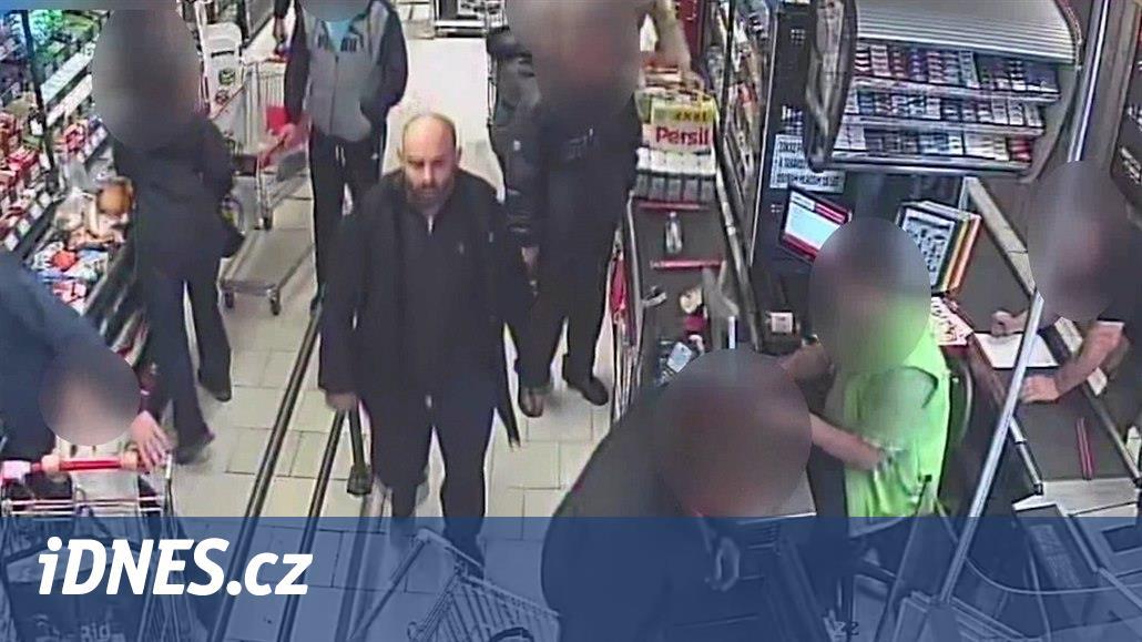 VIDEO: Zloděj v Ostravě okradl zákazníky supermarketu chvíli před placením