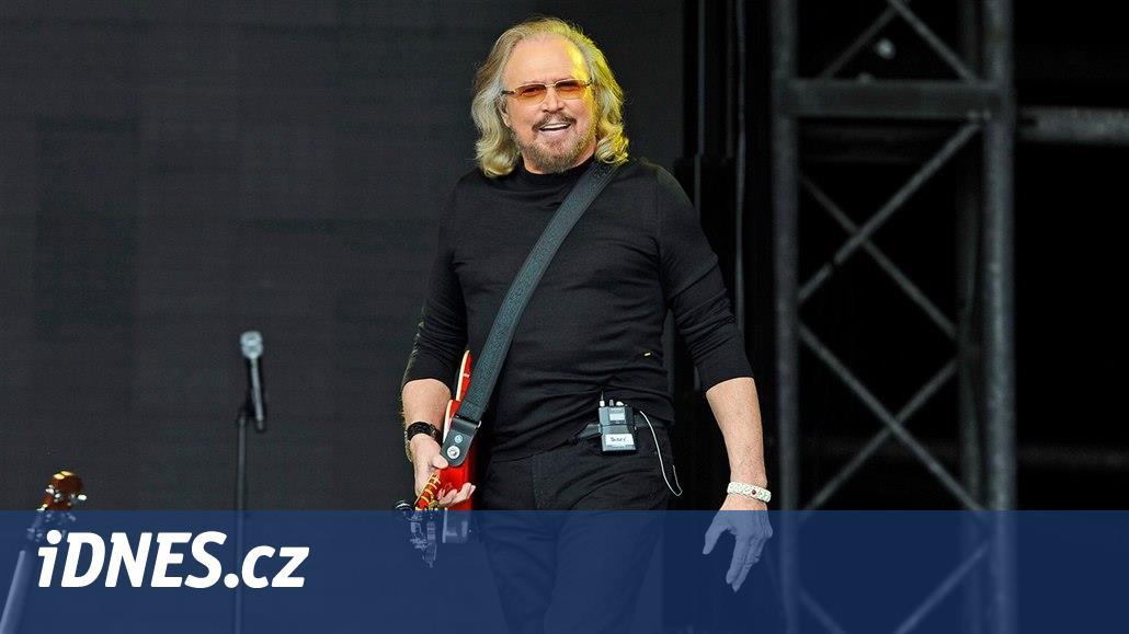 """RECENZE: Barry Gibb se s pomocí přátel probírá """"bratrským"""" zpěvníkem"""