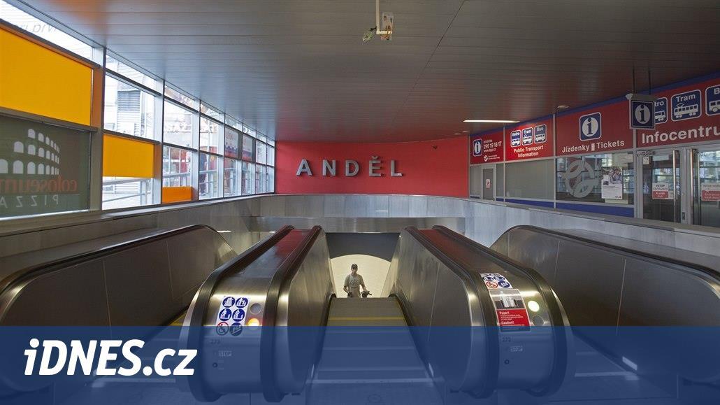 Nové eskalátory na Andělu po měsíci provozu dvě hodiny nefungovaly