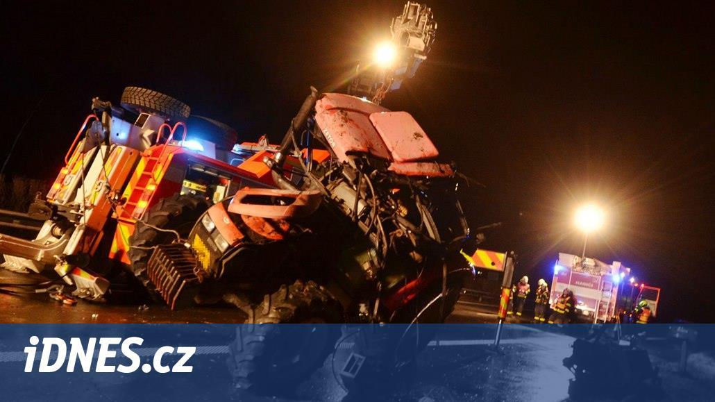 VIDEO: Hasiči chválili řidiče za uličku na cestě k převrácenému traktoru