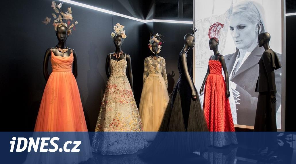 C est magnifique! Dior oslavil 70. narozeniny přehlídkou i výstavou ... b042508a762