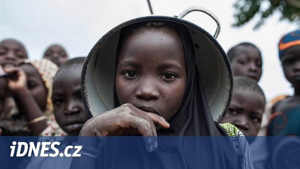 Buď se vdáš, nebo se odpálíš. Boko Haram zajatkyně před útoky zkrášluje