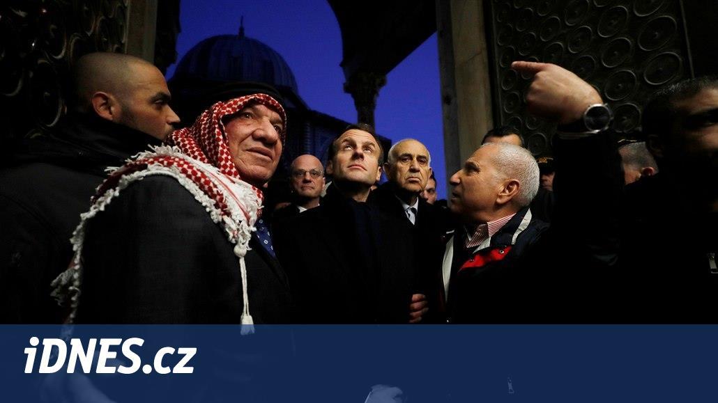 Jděte pryč! Macron vykázal izraelského policistu z kostela v Jeruzalémě