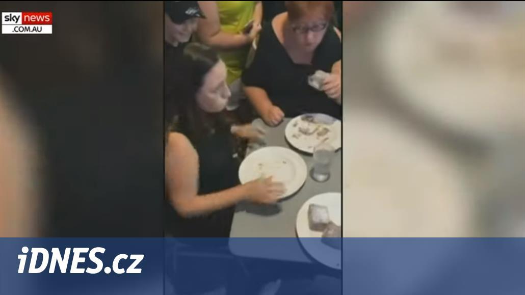 V Austrálii zemřela žena při soutěži jedlíků, udusila se kokosovým zákuskem