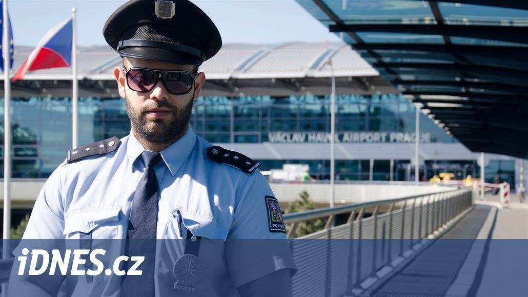 5460e1bf6a2 Uniformy vzbuzují respekt  jak se v čase vyvíjely policejní a hasičské -  iDNES.cz