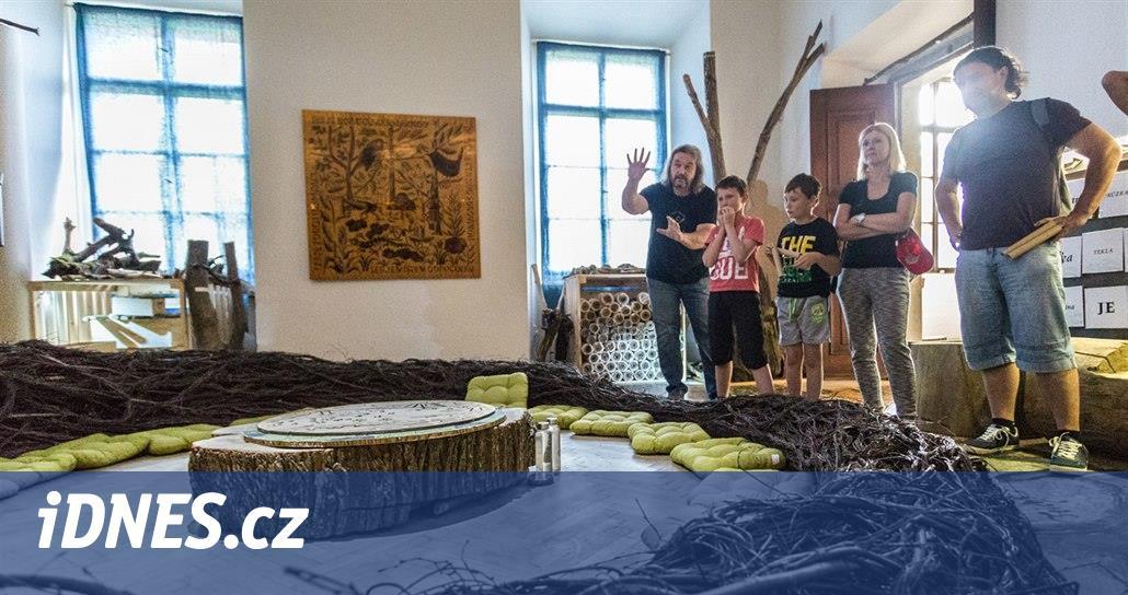 Hravý Les pramenů zavede za lesníky, voraři i k českému Stonehenge