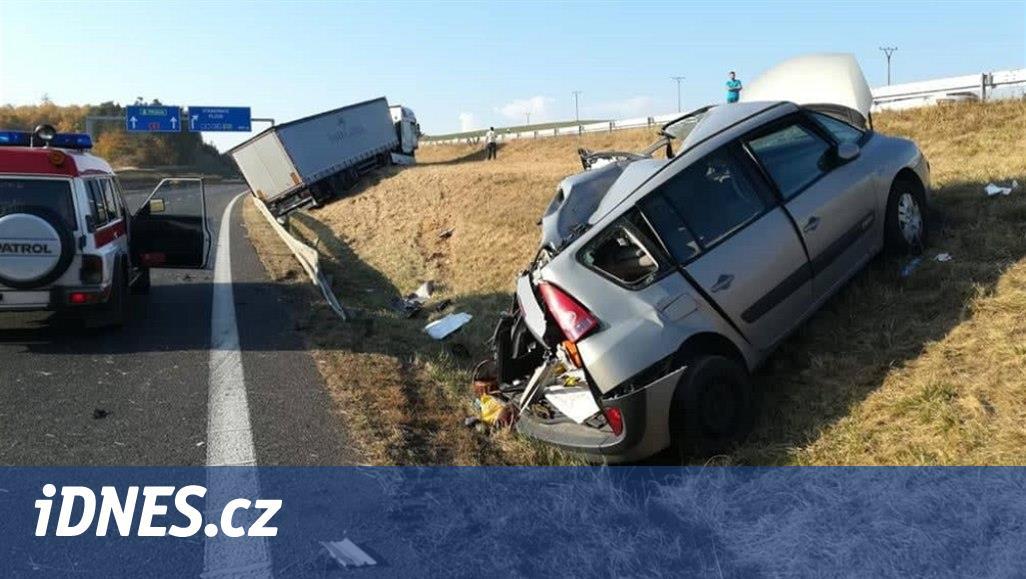U Písku narazil kamion do osobního auta. Směr na Prahu je uzavřený
