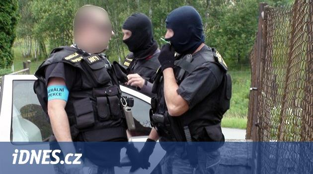 Policie propustila civilního zaměstnance, který je obviněný z vydírání