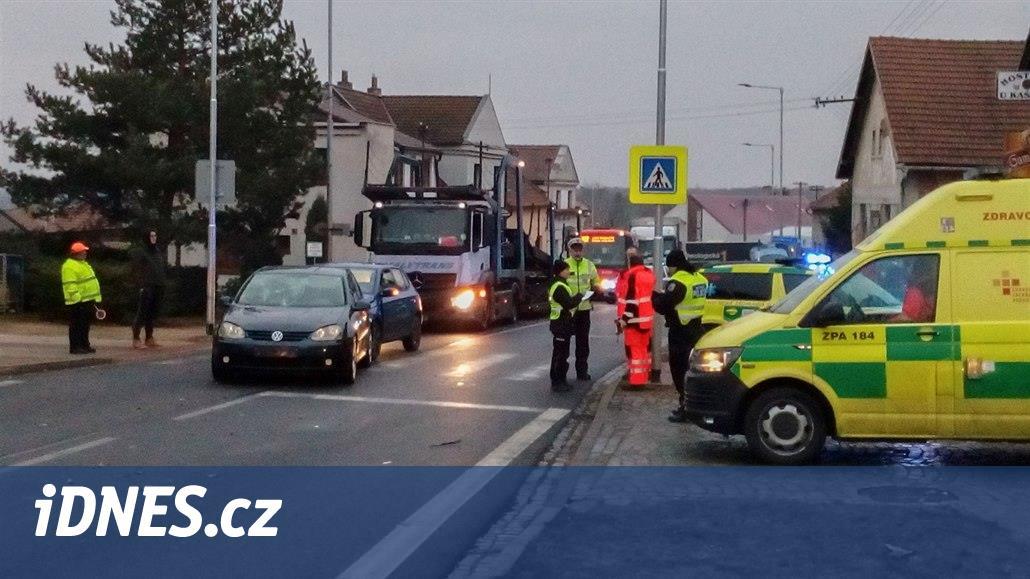 Řidič srazil autem čtyři děti na hlídaném přechodu před školou