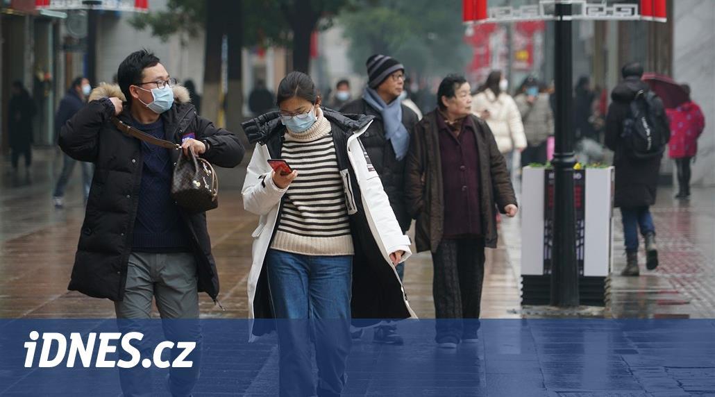 Počet obětí nového viru v Číně vzrostl na 25, nakažených je přes 800