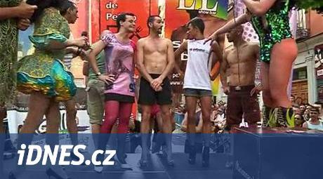 c705b1e6875 VIDEO  V Madridu závodili muži v běhu na vysokých podpatcích - iDNES.cz